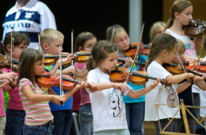 """5. Suzuki Workshop, erstmalig als """"Internationales Suzuki Festival"""" in Österreich, veranstaltet von der Johannes Brahms Musikschule Mürzzuschlag, August 2010"""